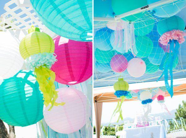 カラフルなランタンや風船で、海の世界を表現!