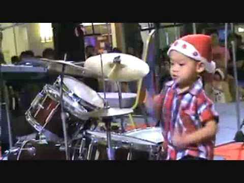 ▶ Too cute for words.....You go little guy! Little Boy Drumming - YouTube