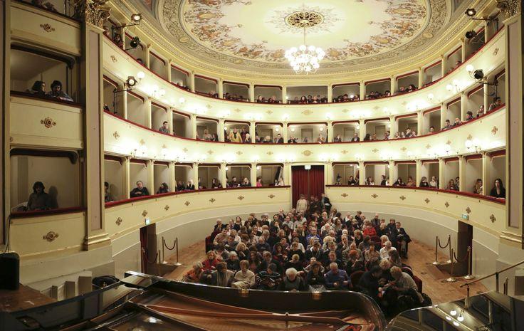 Buonasera e benvenuti ai #TeatriDICivitanova. @civitanovam @Marche Tourism
