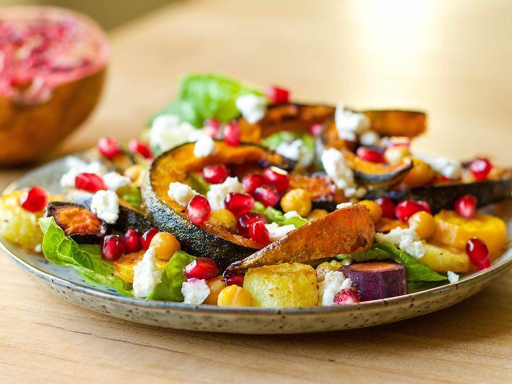 Recept Salade met groene pompoen, wortel, granaatappel en geitenkaas | Ekoplaza | De grootste biologische supermarktketen van Nederland