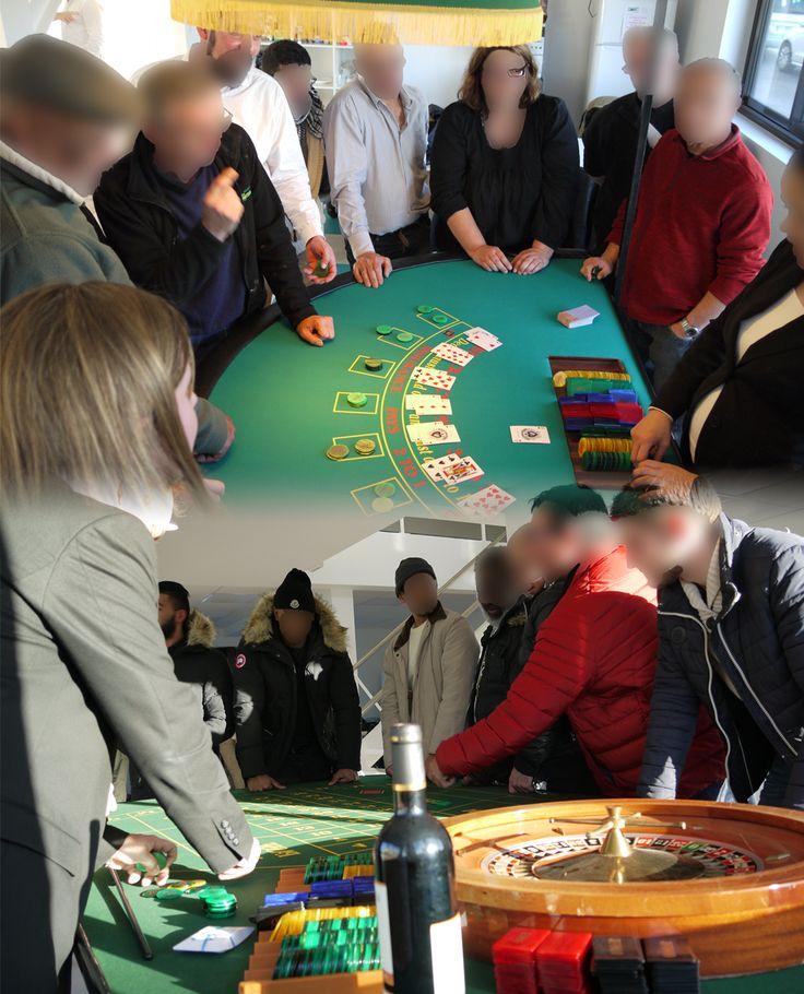 Les tables de jeux ont la bougeotte. On joue et on gagne des cadeaux au boulot ! Une façon originale de fêter l'installation dans les nouveaux locaux de cette entreprise du bâtiment. À bientôt pour l'inauguration officielle !  #entreprise #casino #inauguration #evenementiel #animation