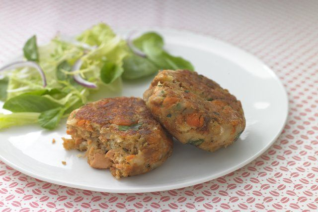healthy-living-salmon-cakes-149137 Image 1