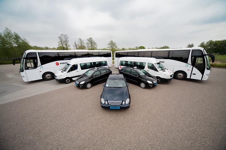 Enkele voertuigen uit het wagenpark van Munckhof.