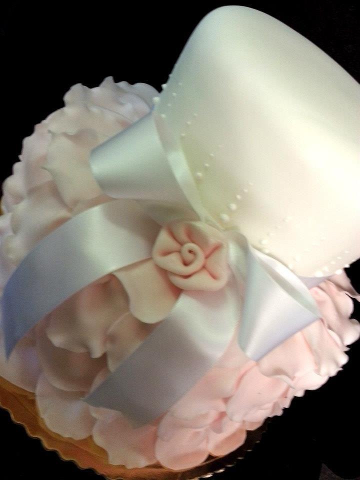 #torta romantica con il fiocco. Realizzazione della pasticceria La Mimosa di Tollo http://www.simocakedesigner.it