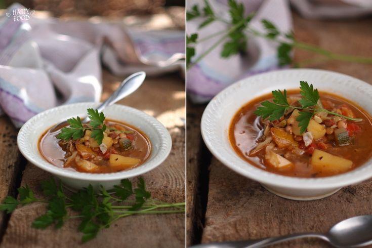 Простой суп из того что называется было под рукой! Вкусно безмерно) На одной тарелке остановить себя ой как сложно) Рекомендую на обед: на 4-5 порций 1/2 среднего…