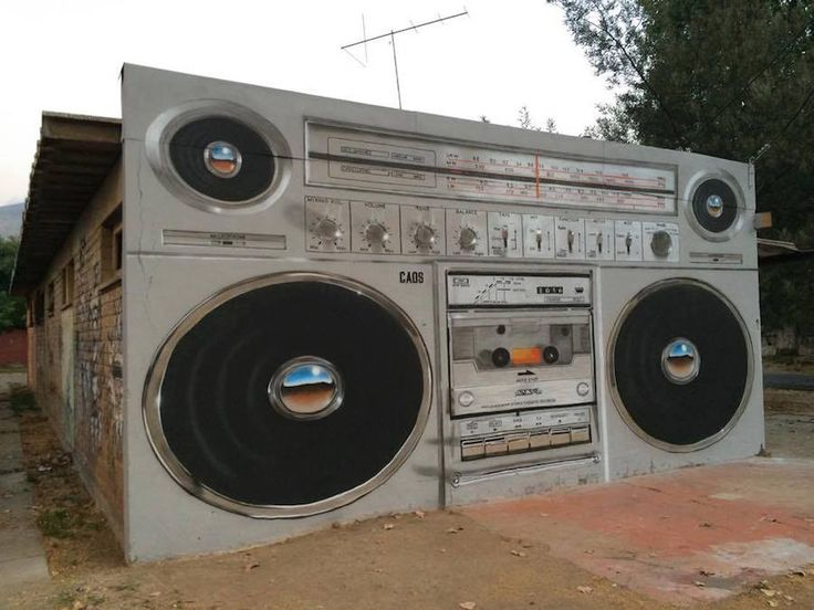 Giant-Boombox-Mural-in-Chile_0