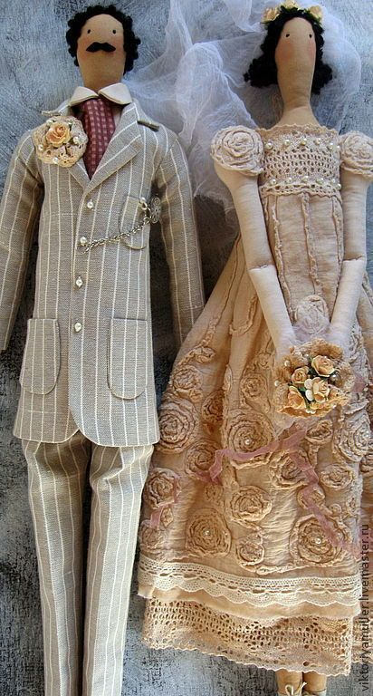 Купить или заказать текстильные коллекционные куклы ручной работы Свадьба в стиле винтаж в интернет-магазине на Ярмарке Мастеров. Свадебная пара кукол жених и невеста в стиле 'винтаж'. Памятный подарок на свадьбу и на годовщину свадьбы. Необычный аксессуар для тематической свадьбы. Платье и фата невесты сшиты из состарен…