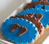 Deze baby boy koekjes zullen de show stelen op iedere babyshower! Je maakt deze jongens koekjes gemakkelijk met de koekjes mix van FunCakes.