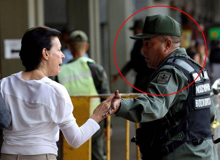 El mismo coronel que empujó a Borges, agredió a madre de Leopoldo (Video) - Venezuela al dia