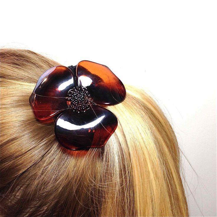 Ce chouchou est parfait pour maintenir tout type de cheveux, fin ou épais, en chignon ou pour réaliser une queue de cheval.