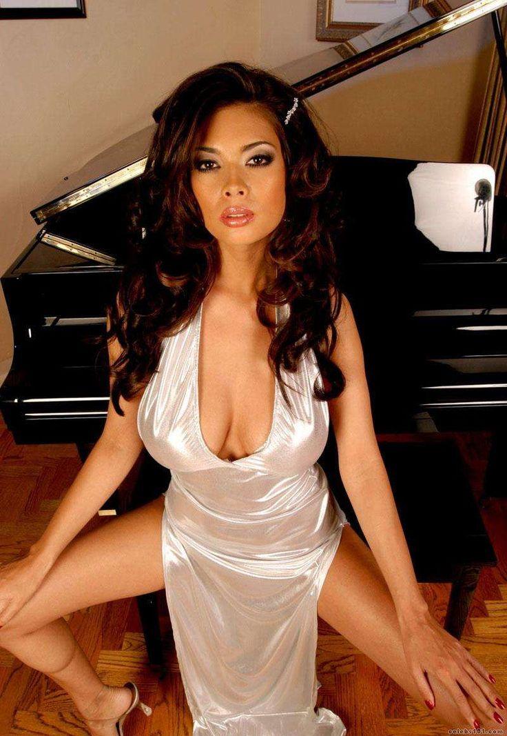 Big breast arab nude woman