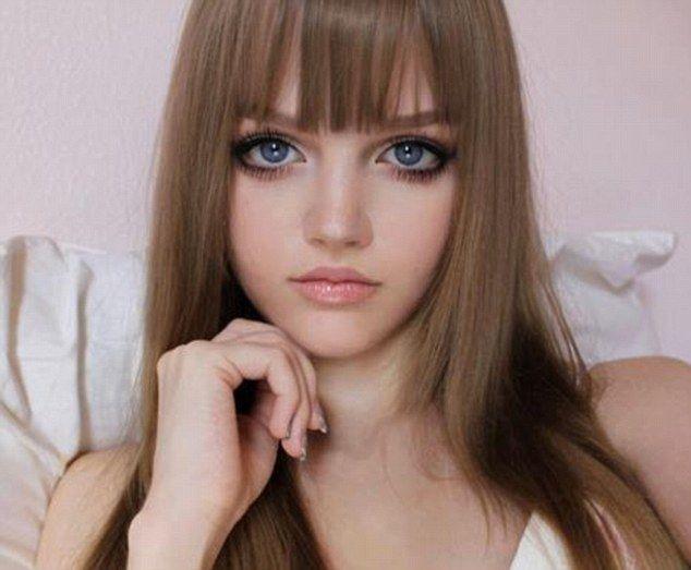 Garotas ensinam como ficar parecidas com a boneca Barbie e fazem sucesso na Internet