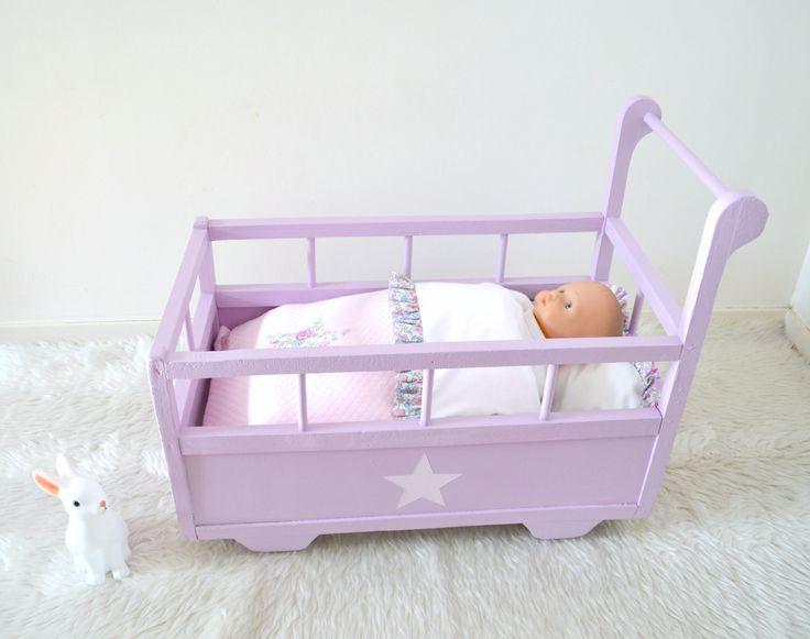 berceau ancien lit roulotte pour poup e habillage liberty f licit rose berceau doll craddle. Black Bedroom Furniture Sets. Home Design Ideas