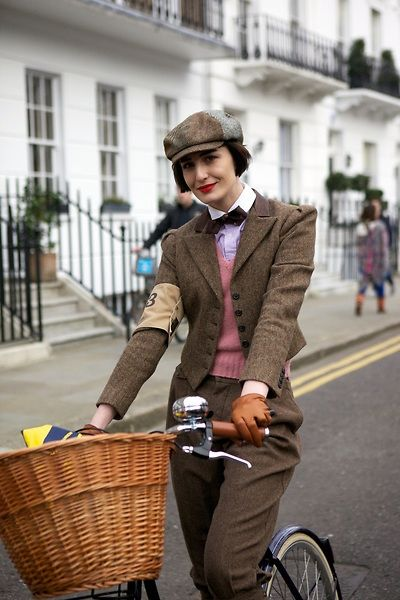 Love her hair! Erin O'Connor at the 2011 London Tweed Run