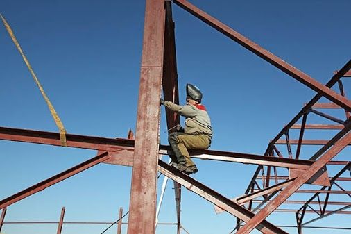Выгодное дело не может быть сложным. Малозатратные проекты ничем не хуже многозатратных. Однако, если вопрос касается временных ресурсов, тут сложно добиться триумфа, не используя комплексные услуги «под ключ». Гаражи из металлоконструкций «под ключ» обладают рядом преимуществ, о которых не стоит умалчивать.  #строительство #проект #проектирование #металлоконструкции http://xn--24-6kcao3dxa.xn--p1ai/info/219-Garazhi-iz-metallokonstruktsii