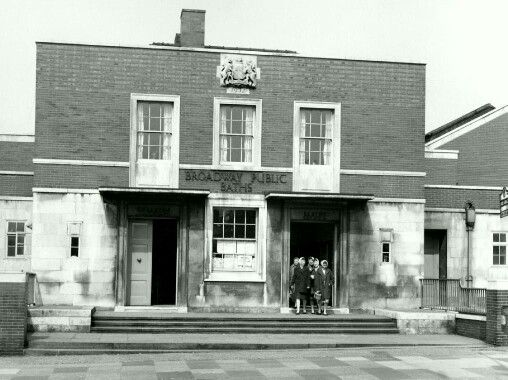 Broadway Baths New Moston in 1952. Image courtesy P. Stanley.