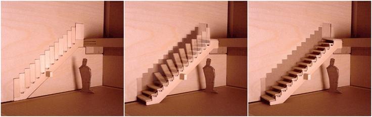 Quien pudiera poner y quitar la escalera del dúplex cuando no hiciera falta, como esas camas arcón que se suben y esconden mientras no las usamos, pues aquí tenemos una escalera retráctil de peldaños de madera, bisagras metálicas y pistones que hacen que podemos integrar la escalera en la pared, sacándola a nuestro antojo. Un concepto diseñado por Aaron Tang.
