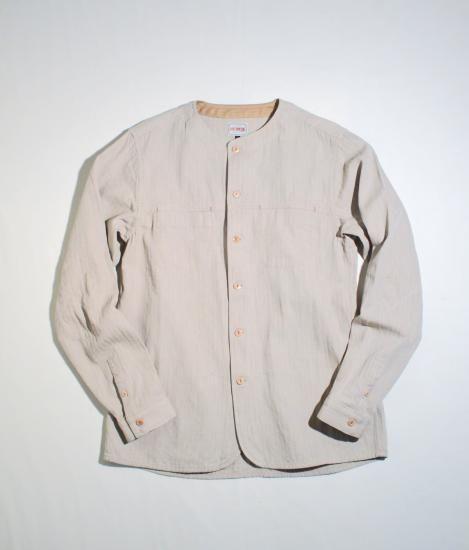 ロシア軍のグリースシャツをデザインソースとしたノーカラーSH。特徴的な襟元はそのままに各所をモディファイ、エルボーパッチ/カフス仕様などLCオリジナルのシルエットでワークテイスト溢れるシャツです。綿ウールヘリンボン素材SIZE SP
