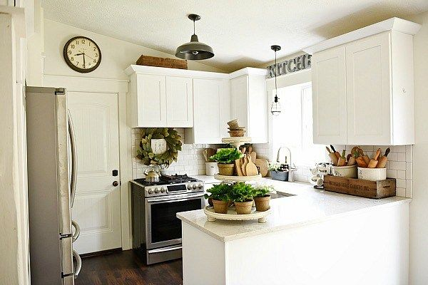 Farmhouse kitchen makeover see how this 80 39 s tri level was turned into a farmhouse kitchen - Easy steps for a kitchen makeover ...