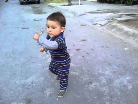 Impresionante bebé bailando - YouTube