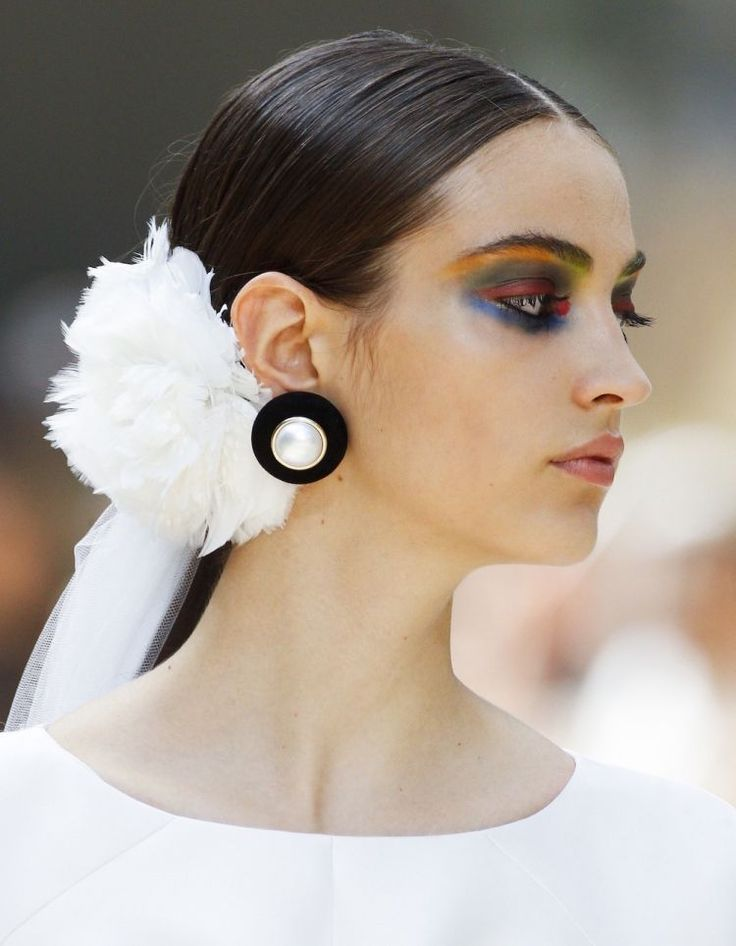 Get the Look: Chanel Makeup Fall 2017 Couture | Vogue Arabia