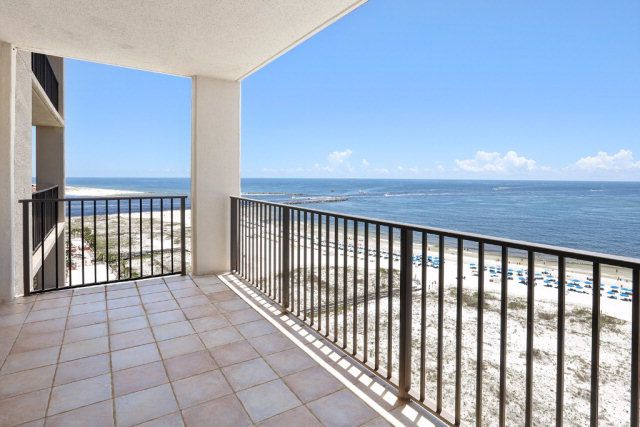 Condo for sale in Orange Beach! Listing photo 12 All furniture stays except  leather chair in living room, and special mattress on king