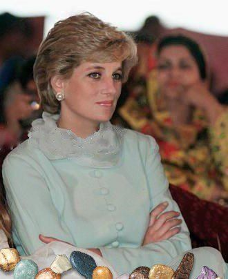 February 22, 1996: Princess Diana was with Imran And Jemima Khan At Hospital In Lahore, Pakistan. Annabel Goldsmith At Right.