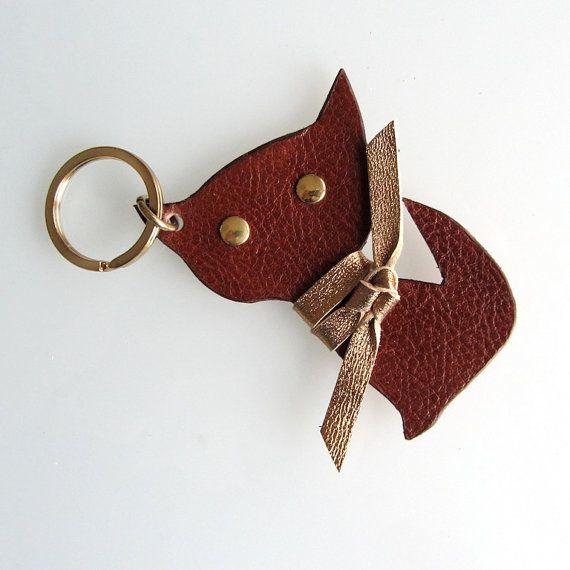 Keychain / keyfob / bag charm Kitten in brown leather handmade by RinartsAtelier,