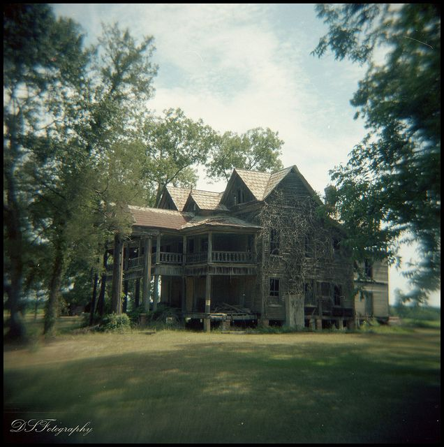 old house where nobody lives anymore. The house was built around 1890 by Keebler H. and Hester Byrd Harville. Originally a 1 story house, the upper levels were added to accomodate their growing family of 10 children.