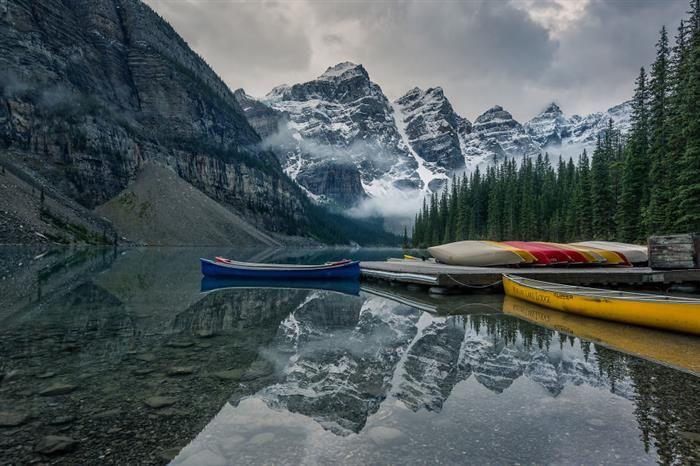 Lago cristalino no Canadá