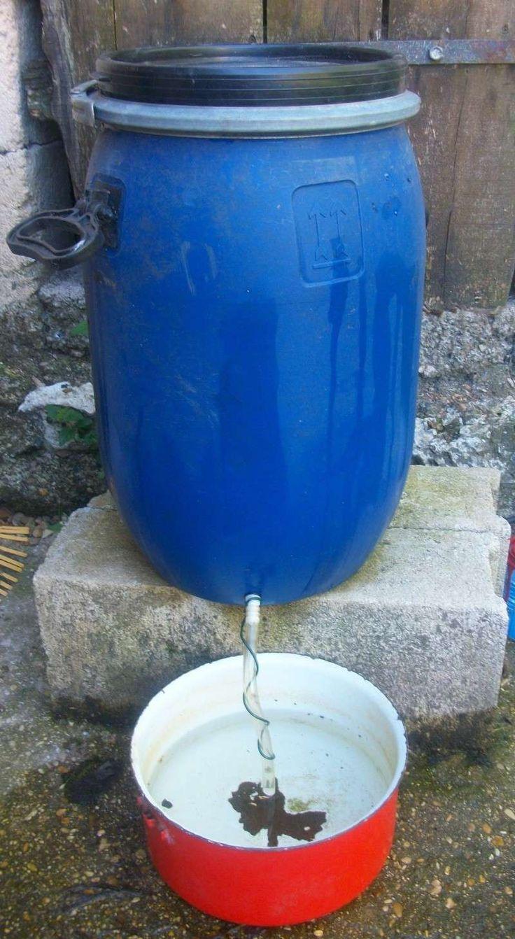 Abreuvoir de 30 litres pour presque rien bricolage trucastuces pinterest abreuvoir - Poulailler en plastique ...