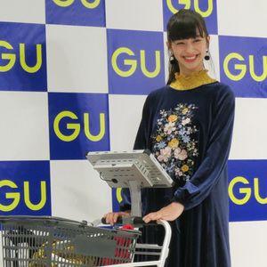 """GU初のデジタル店舗は""""スタイル提案""""を強化中条あやみが来店"""