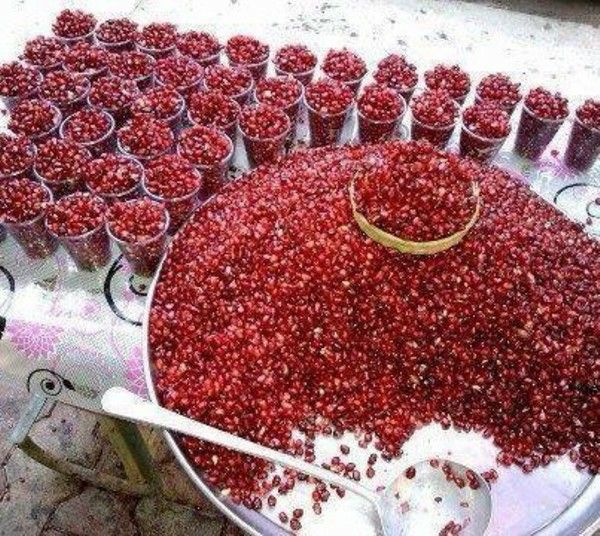 Iranians have an ancient love affair with pomegranates. #Yalda This looks gorgeous