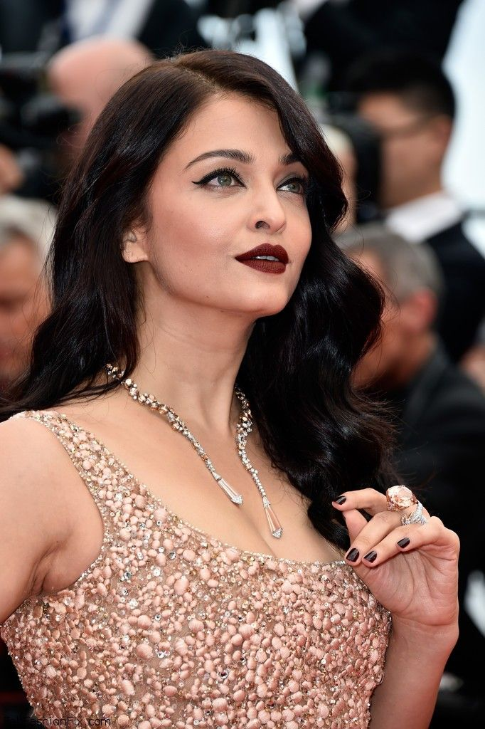 """Aishwarya Rai wearing Boucheron necklace at the """"The BFG"""" Premiere during the 2016 Cannes Film Festival on Saturday night (May 14) in Cannes, France. #cannes #festivaldecannes #aishwaryarai"""