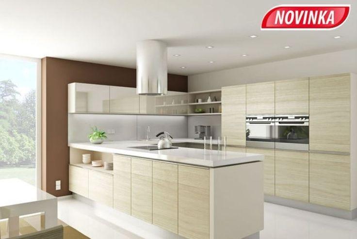 Kuchyňská linka Lyon, dvířka fóliovaná  dub mirain crosscut a slonová kost lesk, kuchyňská  pracovní deska laminát