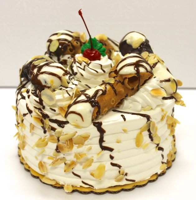 Your cannoli craving: satisfied. #cannolicake #carlosbakery