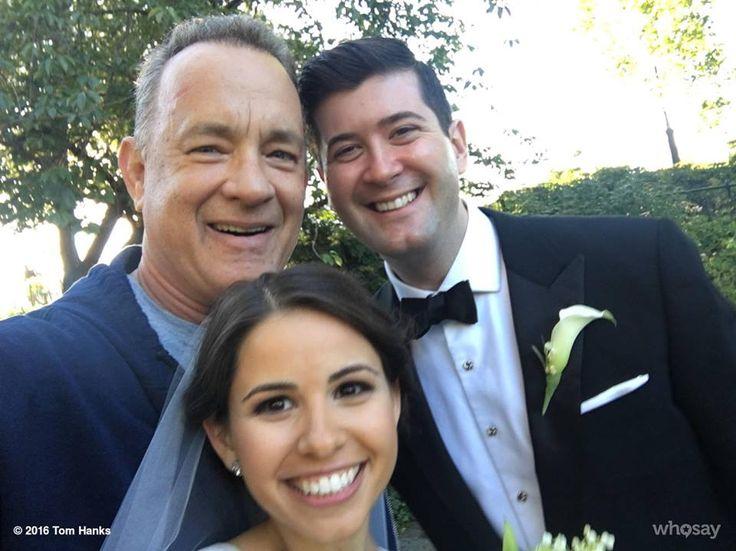 Tom Hanks: foto con gli sposi a Central Park! - Quando sei Tom Hanks anche fare jogging a Central Park può portare sorprese: l'attore, infatti, ha incontrato una giovane coppia di sposi e ha deciso di fare con loro alcune foto. - Read full story here: http://www.fashiontimes.it/2016/09/tom-hanks-foto-con-sposi-central-park/