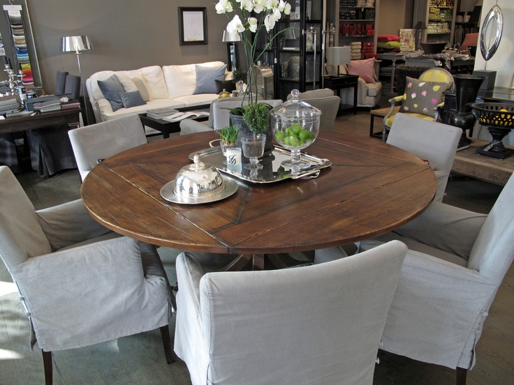 I would like this dinningtable in my own home. Handmade in France.