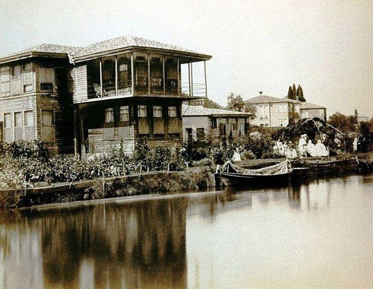 İstanbul, Kadıköy-Kurbağalıdere kenarında dinlenen ahali 1870.