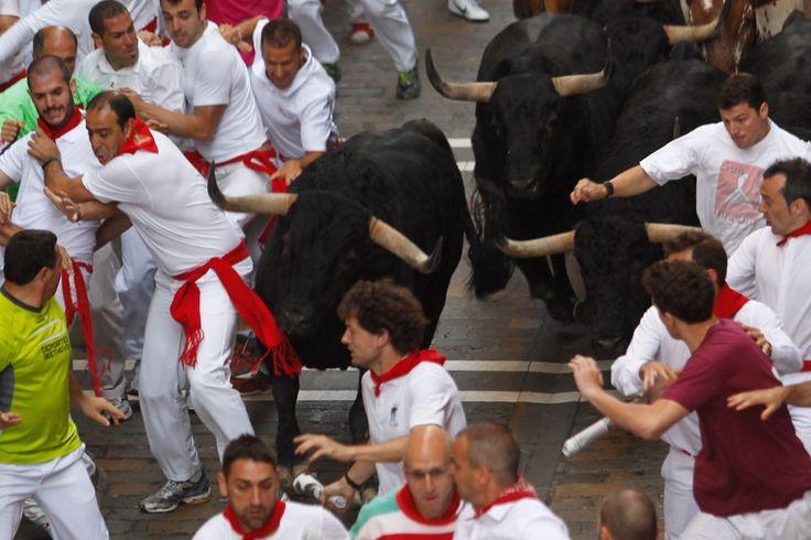Espectacular imagen de los toros de Valdefresno en el encierro de hoy de San Fermín. ¡Buenos días!