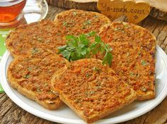 Fırında Kıymalı Ekmek Dilimleri nasıl yapılır? Kolayca yapacağınız Fırında Kıymalı Ekmek Dilimleri tarifini adım adım RESİMLİ olarak anlattık. Eminiz ki Fırında