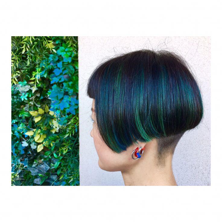 #アクセントカラー 左から右にアクセントカラーの#グラデーション #ブルー and#グリーン #マニキュア 素敵でしたー(*´꒳`*) 私の髪と色違いみたいで面白かったので、2人でお写真お願いしたかったのに忘れた… ありがとうございました! またおまちしております! . . #ヘアマニキュア#個性的カラー#個性的ヘア #個性的#お洒落さんと繋がりたい #ポイントカラー#派手髪 #アシンメトリー#前下がりボブ#アシンメトリーボブ#つくば#ツーブロック#ツーブロック女子#つくば美容師 #つくば美容室 #研究学園 #研究学園美容室 #ジールサロン#ジールサロン中島 #刈り上げ#中島色