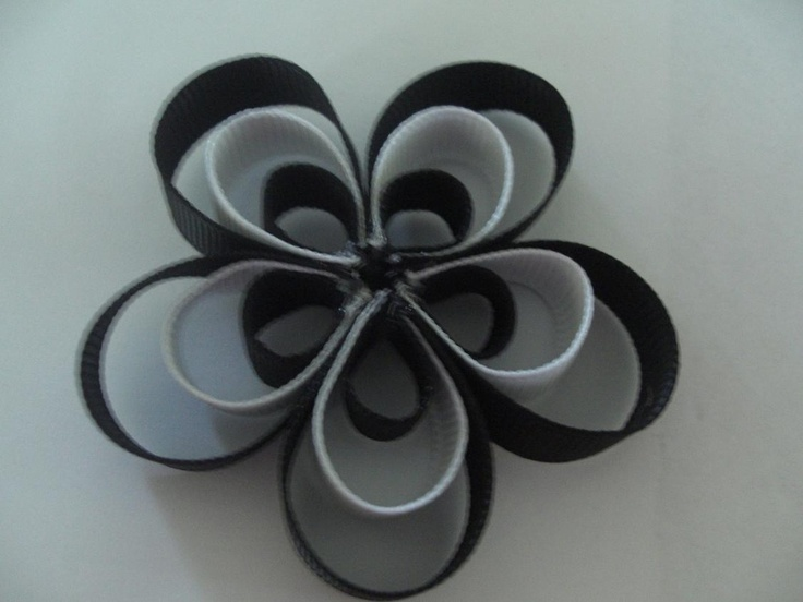Ribbon flower hair clip: Hairbows, Flower Bows, Layered Flower, Fabrics Flower, Flower Hair Bows, Flower Tutorial, Flower Hair Clips, Petals Flower, Bows Ideas