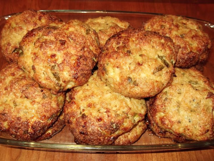 Υλικά:    1 κιλό κιμά κοτόπουλου  2 κρεμμύδια ξερά τριμμένα  1 σκελίδα σκόρδο πολτοποιημένη  ρίγανη  μαιντανό  2 αυγά  Λίγο ελαιόλαδο  1...