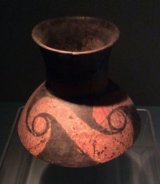 Ceramica della cultura di Longshan, dal sito di Taosi in Shanxi.