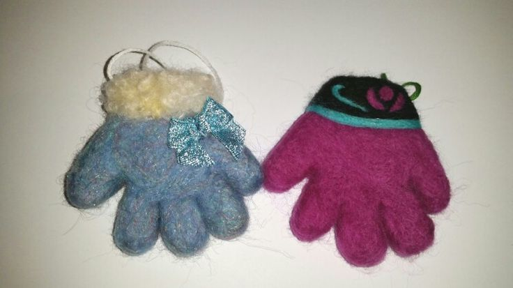 Needle felted tree decoration Elsa and Anna gloves