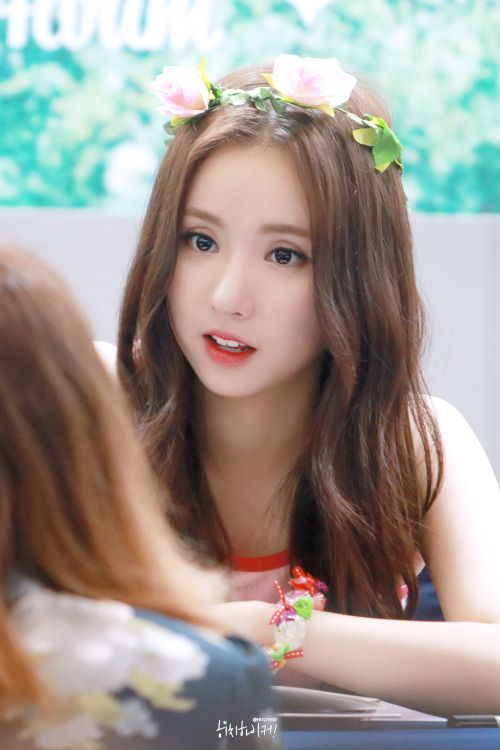 Is Eunha even real I mean seriously her beauty is out of this world