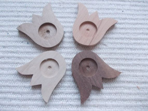 Wooden tulip flower-shaped pendant for jewel making. In the centre of the pendant there is a round-shaped frame, which gives a more attractive look to the pendant. You can put a little picture, textil or napkin into the hole and then a glass cabochon, too. It is polished. tulip pendant base. Flower craft supply. resin tray. Wooden setting. wooden cabochon tray. wooden bezel cup. wooden craft.