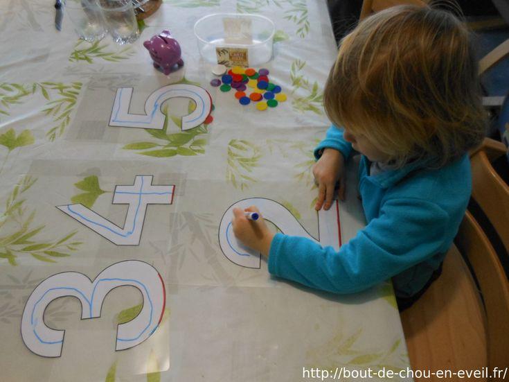 Comment apprendre à écrire les chiffres à 3 ou 4 ans ? Comment comprendre la signification des nombres ? Si votre bout de chou est demandeur, n'hésitez pas à lui proposer des activités numér...