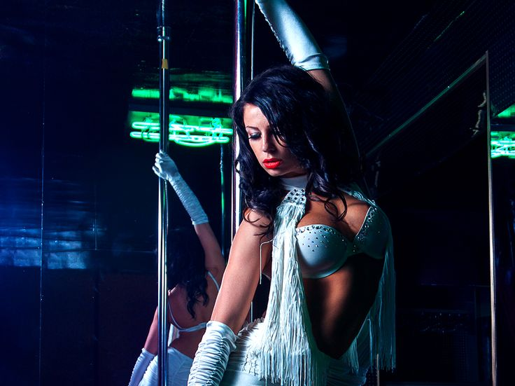 What's the diffrence between strip clubs and gentleme's club, answer on quora.com
